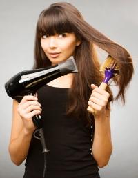 Плохие привычки в уходе за волосами: забудьте о хвостиках и фенах