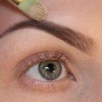Как красить брови тенями: правила успеха