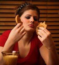 Почему не надо есть перед сном