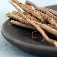 корень солодки от пигментных пятен применение