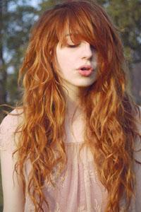 Стрижка с челкой на вьющиеся волосы