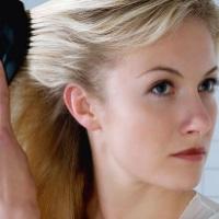 Почему в 26 лет седые волосы