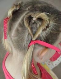 праздничные прически для средних волос для девочек
