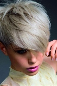 стрижки на короткие волосы с длинной челкой