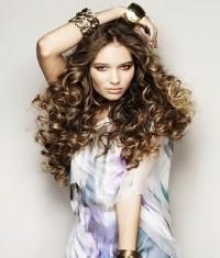 Круглое лицо длинные волнистые волосы