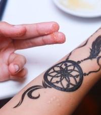 уход за татуировкой хной