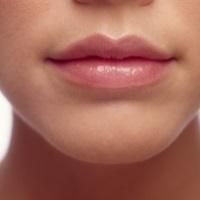 зрительно увеличить губы