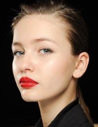 Помады и блески для губ – десять самых популярных трендов 2012
