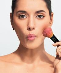 Как правильно наносить макияж: простые правила