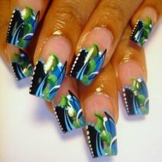Абстракция на ногтях