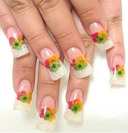 дизайн ногтей с сухоцветами