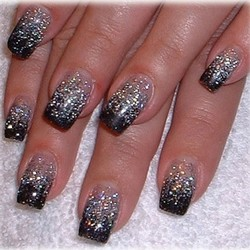 Дизайн ногтей блестящий