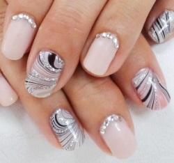 Фото блестящих нарощенных ногтей