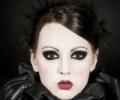 Готический макияж – не только черные тона