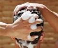 Шампунь от выпадения волос: чем он может помочь?