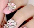 Украшение ногтей стразами: сияние красоты