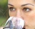 Вино для женского здоровья – противоречивая связь