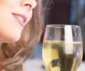 Женщина и вино: от строгих табу до профессиональных отношений
