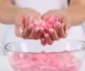Розовая вода: изумительный аромат